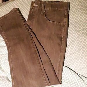 Grey Levi's denezin jeans